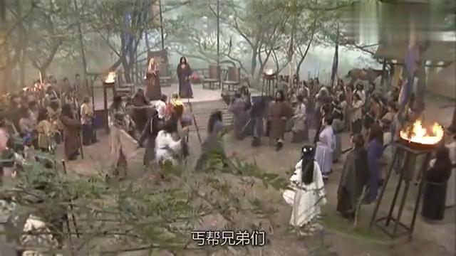 乔峰退位,临走前小露一招擒龙手,在场高手竟无一人能接住打狗棒