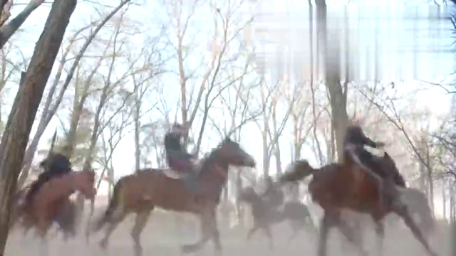 国军骑兵用敌人尸体激怒敌人,上千匹马一起冲锋大刀直劈敌人