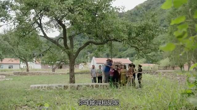 乡村爱情12  广坤上吊寻死引围观 狂刷存在感 主任早已看破其心机
