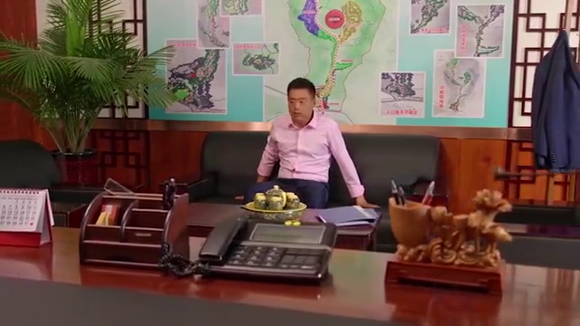乡村爱情:刘能和广坤算账呢,亲家母一个电话打来:黄世友欺负我