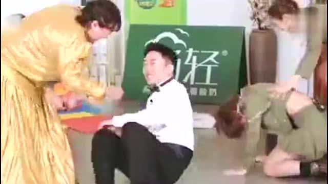 杨迪让硬糖少女穿短裙做顶胯动作,被指不尊重女性,他正面回怼