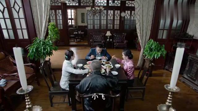 锦荣班要开始表演,大家都非常激动,怎料叶飞心情很低沉