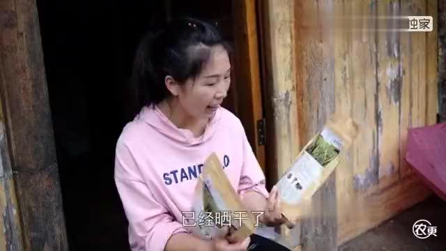 贵州特产黄花菜,姑姑送来两袋,还是第一次吃,用来炖筒骨真好吃