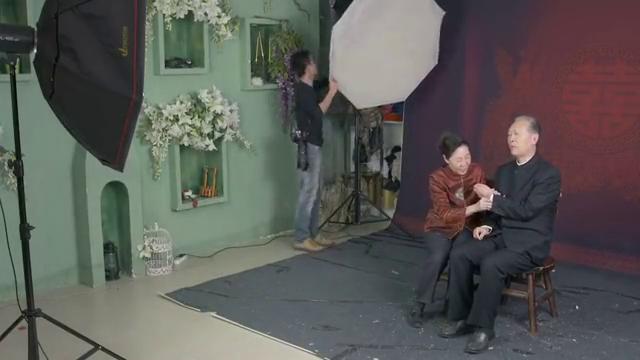 我的博士老公:晏群书和素芳两个人照结婚照,像极了真正的爱情