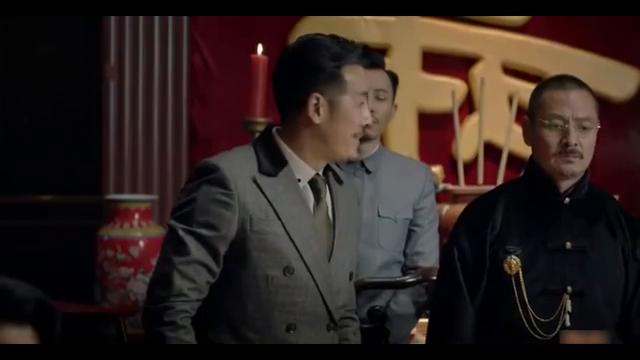 乔智才女装造型上线,他和黄俪文一起破坏了保密局的计划