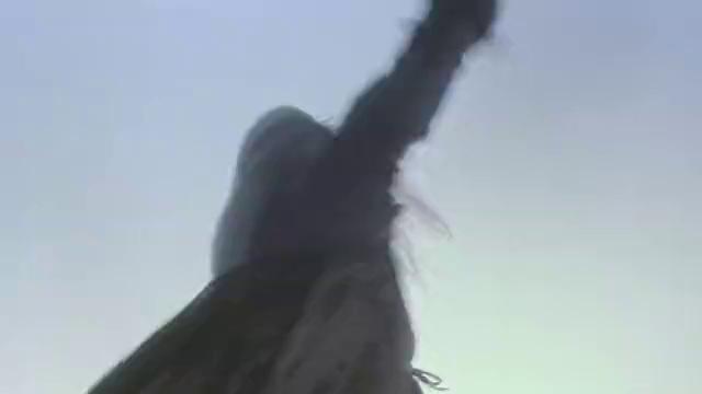 洋人带火枪队冲上黑木崖,要抢葵花宝典,竟被一个老太婆解决