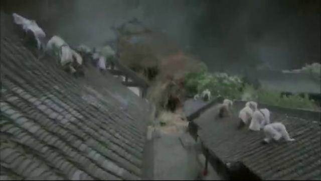 洪水即将淹没城镇,突然飞出一条巨龙,这是什么情况!