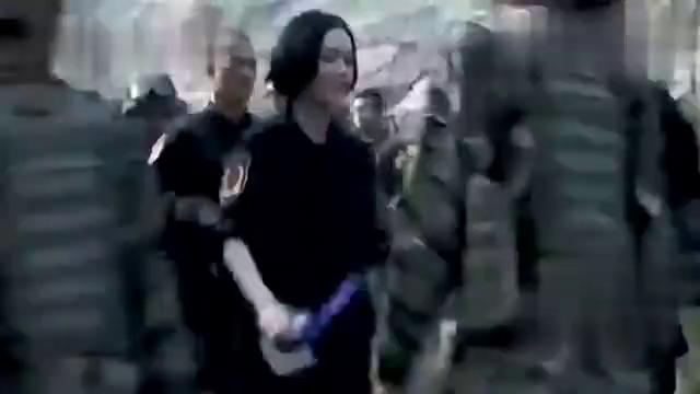 国外演习,外国士兵嫌弃武器太差,蒋小鱼遇见友人