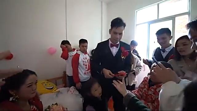 广东这姑娘出嫁,心不在焉的样子,谁配的《这一生有你就足够》
