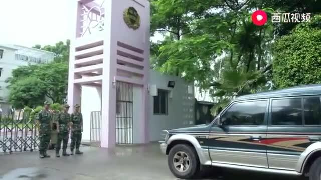 《利刃》:武警为接近恐怖分子,被流放至监狱担任副中队长!