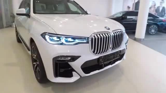 2019款宝马X7 30d按下钥匙,车门打开后买不买奔驰GLS自己定!
