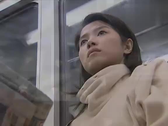 女医生地铁上救小孩,拿水果刀歌喉吓坏母亲,要来个刹车就凉凉