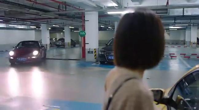 安迪开着限量版跑车出场,曲筱绡瞬间傻眼了,竟然是个美女司机
