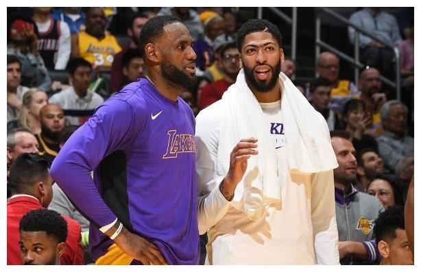 在此前NBA季后赛还没有开始的时候,篮网队球星杜兰特曾经预测过本赛季的NBA总冠军