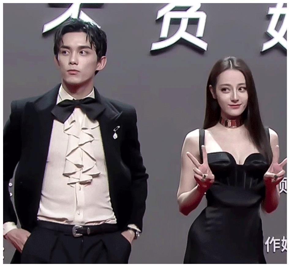 娱乐圈的豪门姐弟照,王一博赵丽颖养眼,看到朱正廷这组:关系好