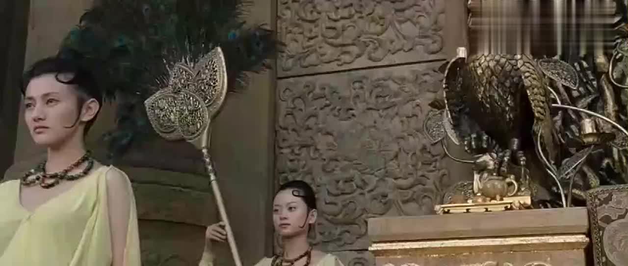 怪物入侵女儿国铜像飞出变成战士迎战女王一出手瞬间化成灰