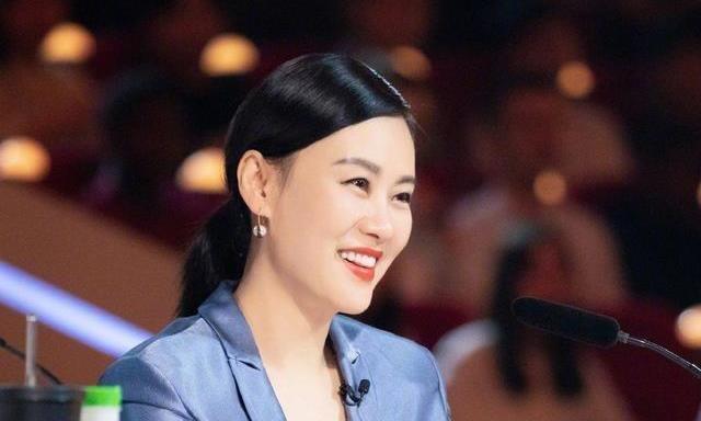 """她曾比肩刘晓庆,被誉""""亚洲最美面孔"""",如今54岁更知性优雅"""