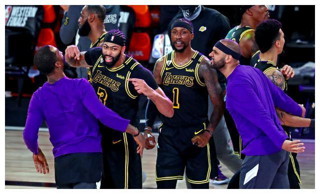 在今日结束的一场NBA季后赛中,湖人以105比103险胜掘金