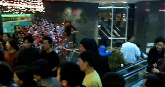 一群古惑仔去酒楼闹事,陈浩南一通电话直接摆平