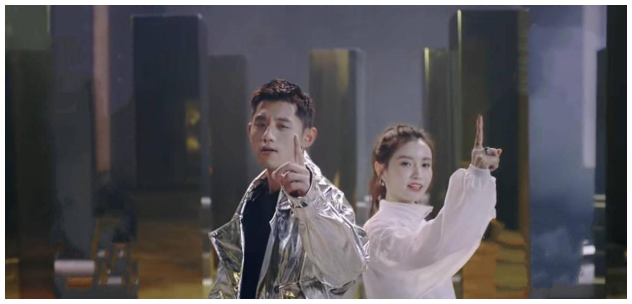 林小宅新综艺官宣,扎高马尾清爽活力,搭档张继科穿镭射外套帅气