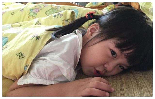 妈妈带娃时发育停滞,奶奶带娃却身高猛涨,医生:都是午睡惹的祸