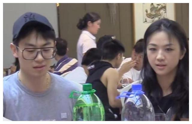 网友吃酒席偶遇朱亚文和汤唯,素颜状态下,汤唯越看越觉得舒服