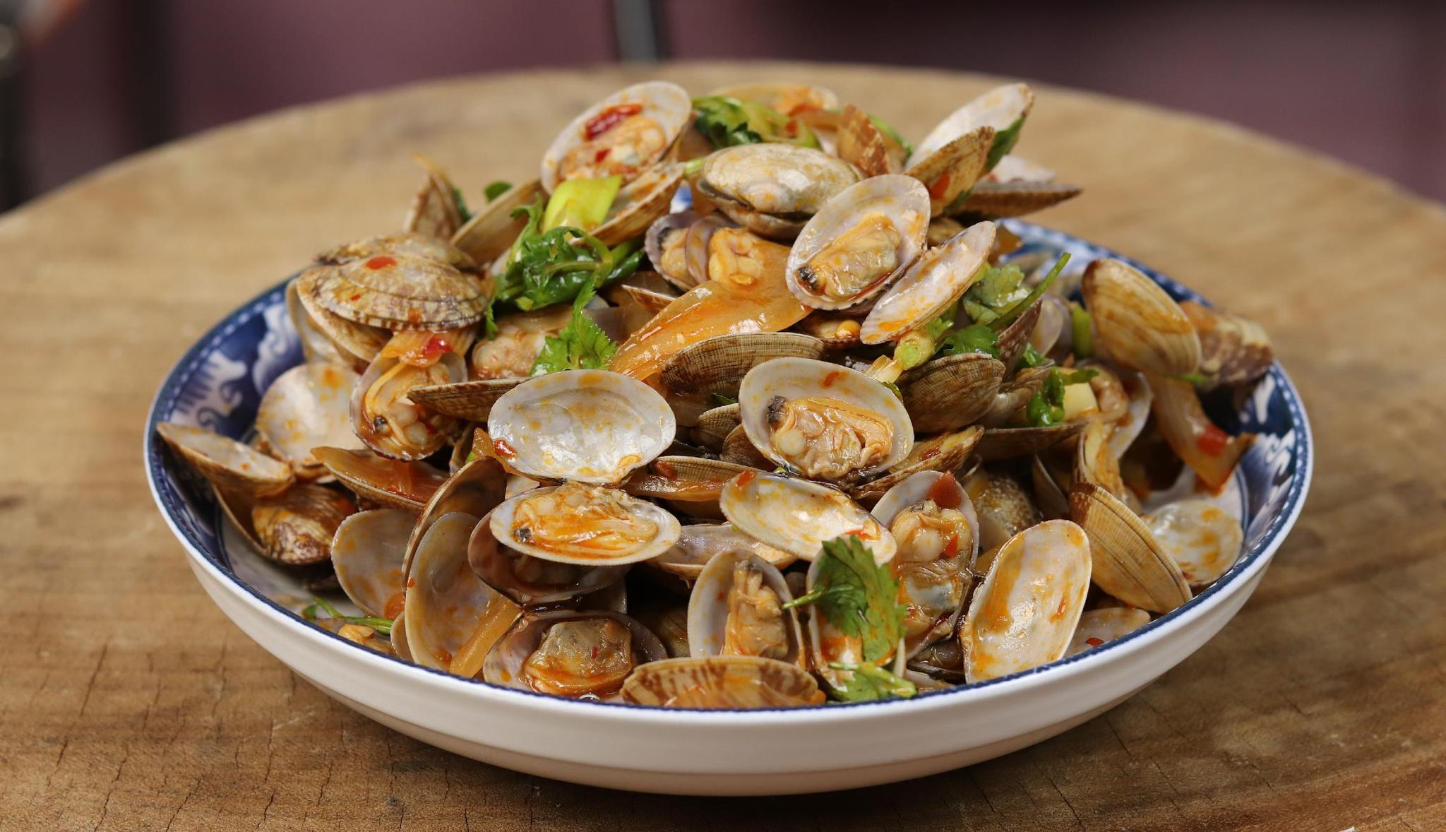 炒花蛤,万不可直接焯水,多加这一步,花蛤鲜嫩入味吐沙干净