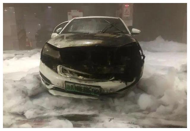 杭州连续两日有新能源汽车起火,消防员需花几小时处理现场