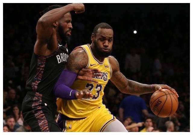 NBA常规赛结束了,湖人前锋勒布朗-詹姆斯以场均10.2次助攻当选助攻王