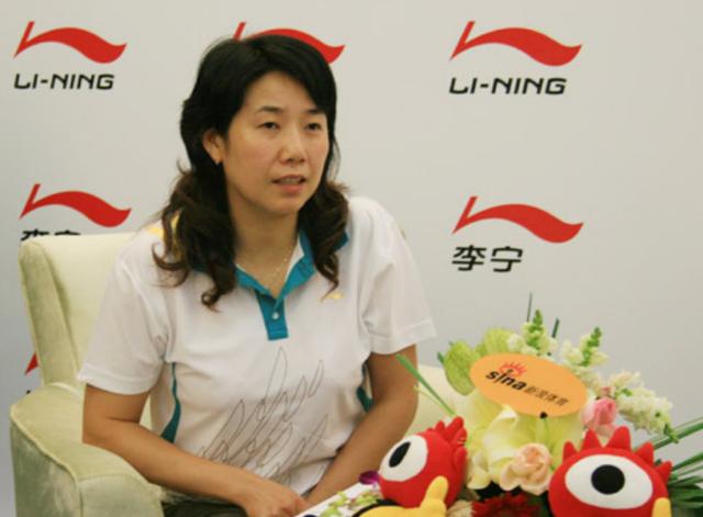 她是邓亚萍的宿敌,是刘诗雯的老师,50岁终于步入婚姻殿堂