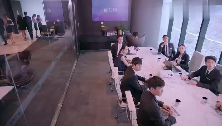 小总裁第一次开会,气场就这么足,一个问题直接难倒所有员工