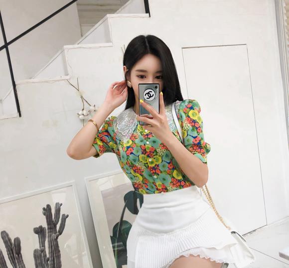 孙允珠时尚写真:和凝向日葵草叶满版洋裙