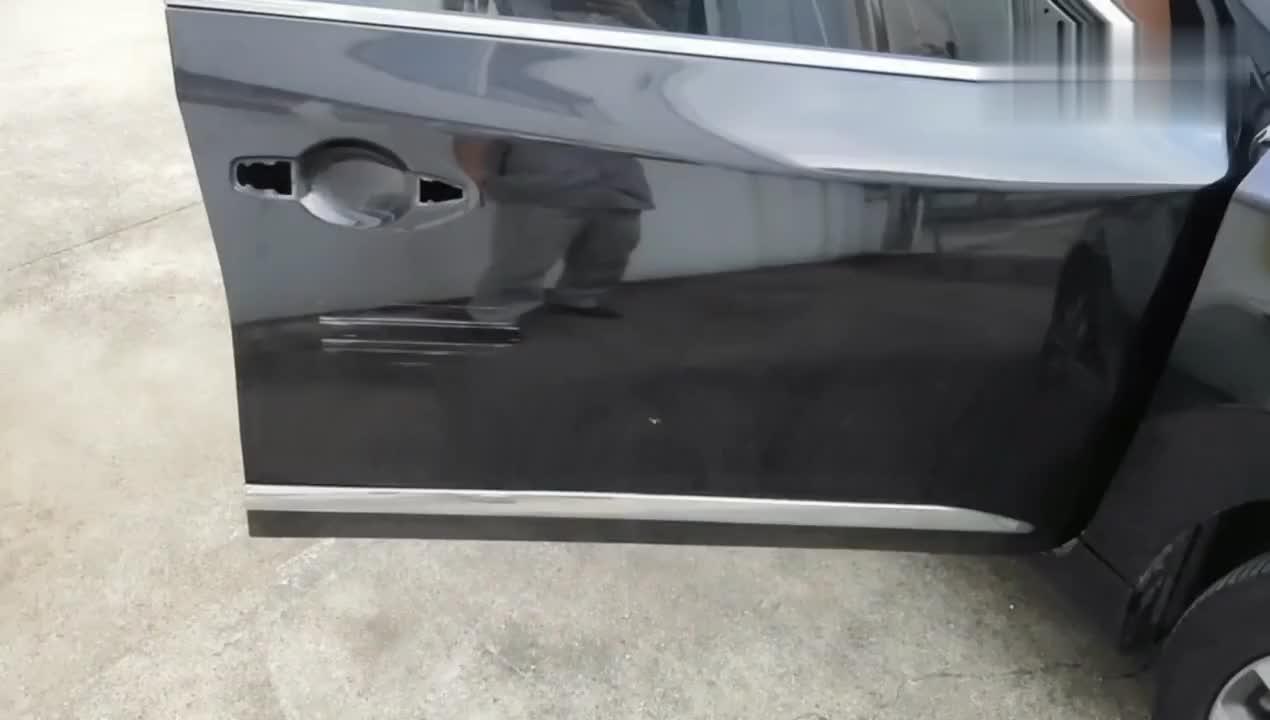 视频:大众4s店内拆解日产天籁车门跟迈腾车门对比,差别这么大,遗憾!