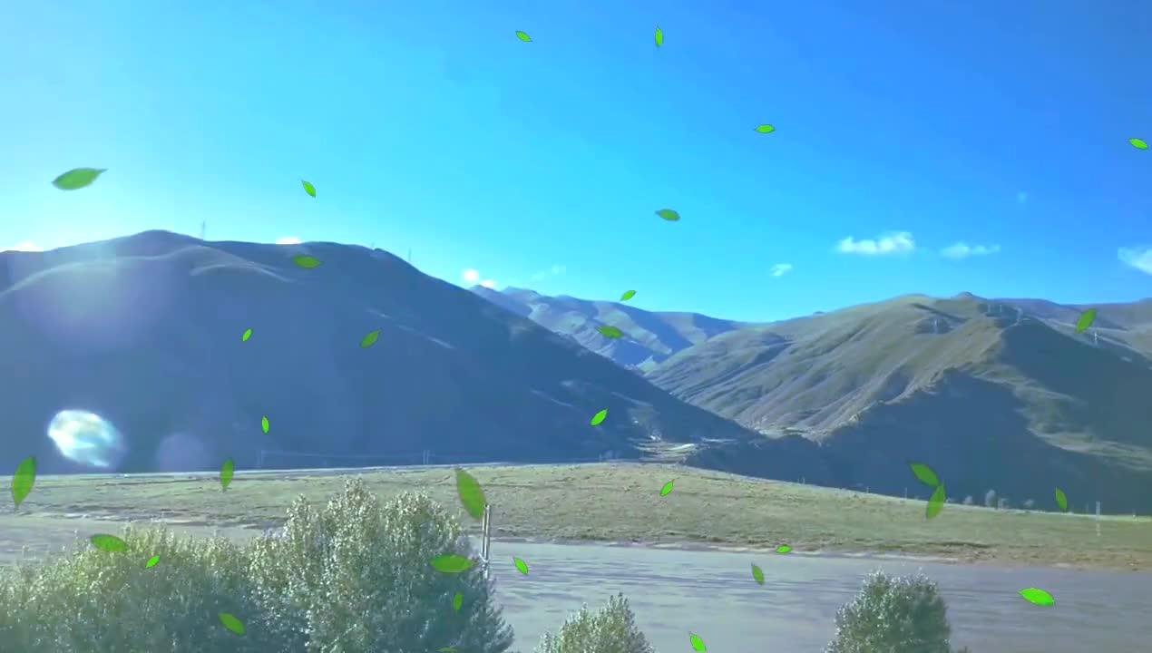坐上火车去日喀则市,沿着雅鲁藏布江大峡谷,青稞丰收了