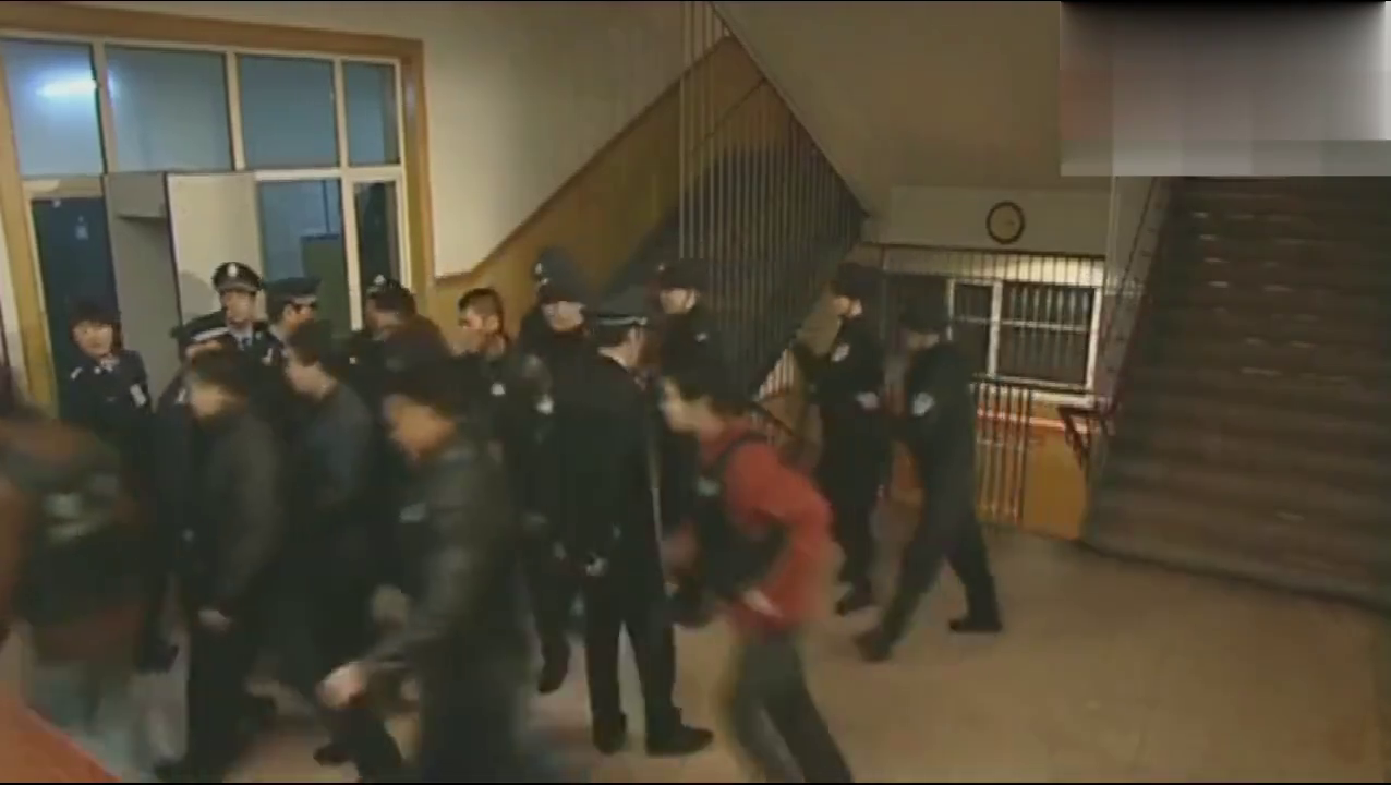 公安局长亲自下令突击检查监狱,没想到监狱里还有这东西