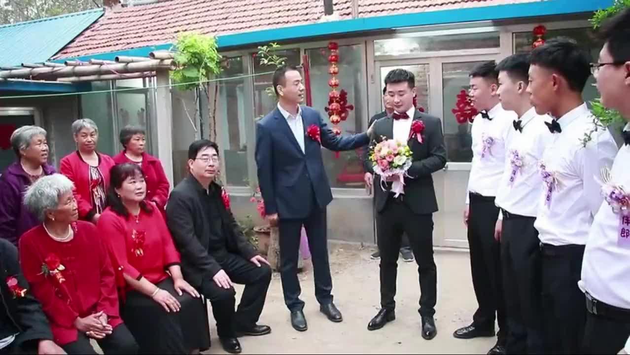 山东一帅哥,飞机上认识的一空姐,没想到一个月就结婚了