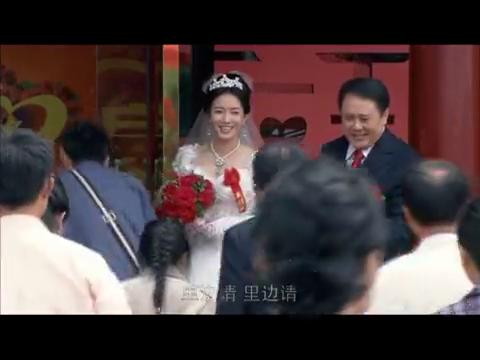 万小景和香港富商老陈结婚了,宝蝉出现在了婚礼上