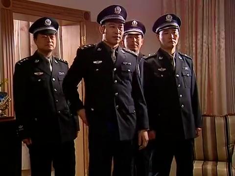 黑冰:李新建强民突然闯进刘眉房间,刘眉立即面带微笑面对审问