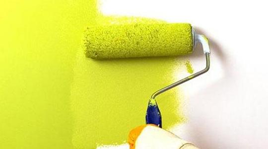 墙面刷漆用滚筒、刷子还是喷漆?效果区别居然这么大,太意外了