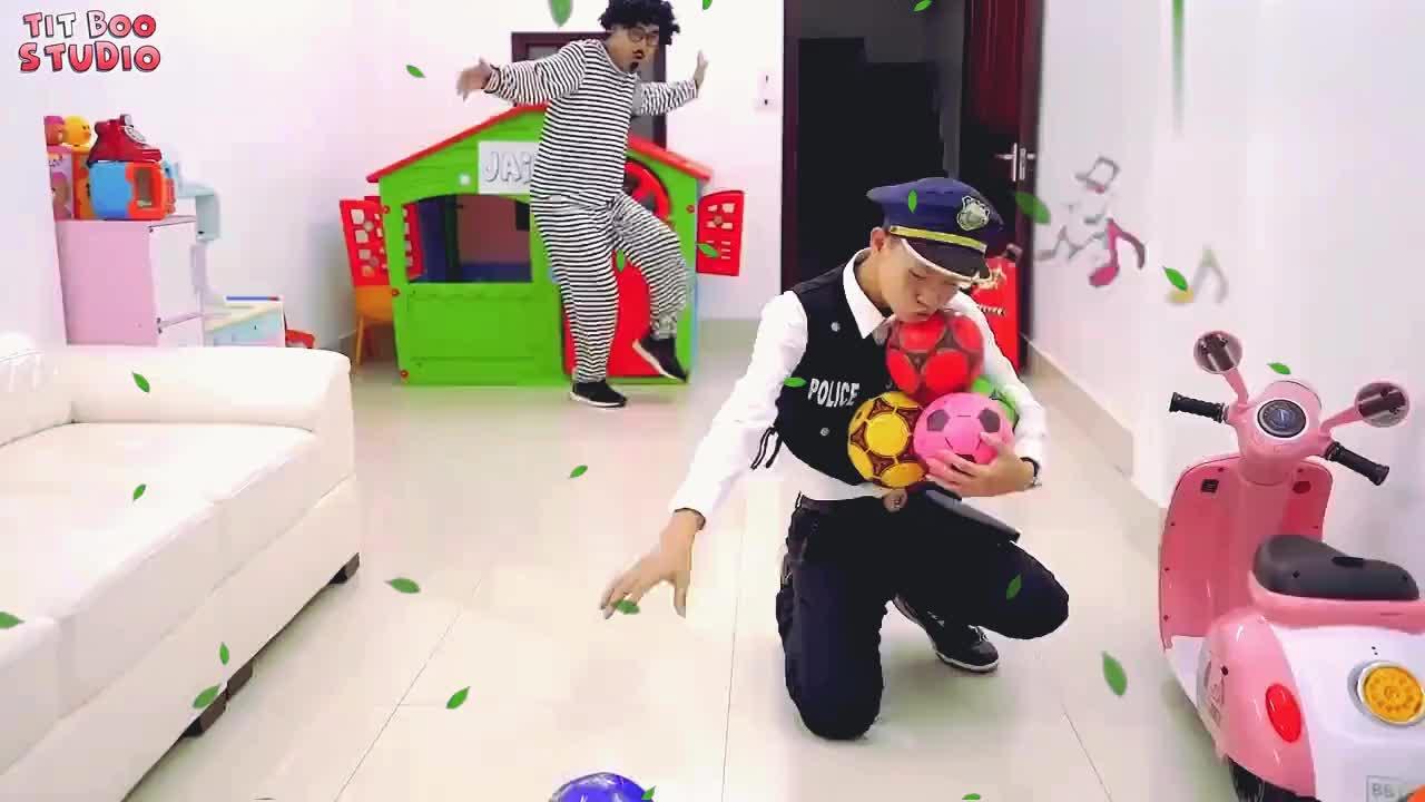 亲子互动游戏爆炸头先生穿上隐形衣服给小女孩恶作剧!