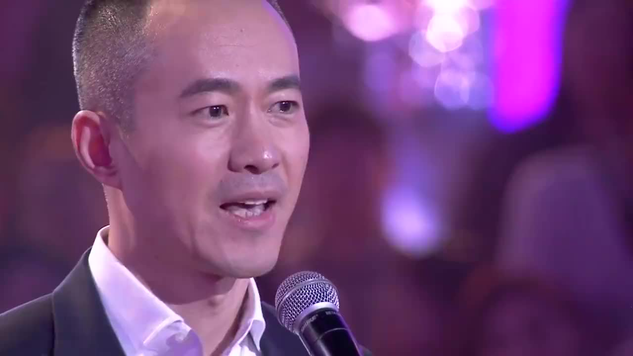 邱启明含泪告别舞台感恩观众和支持自己的小老师献上狐步舞