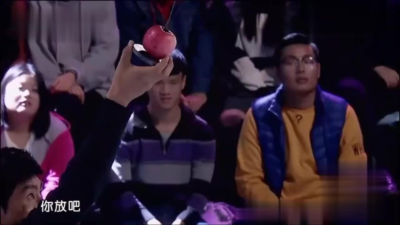 陈小春包贝尔练击剑刺苹果潘玮柏这段表演要给满分