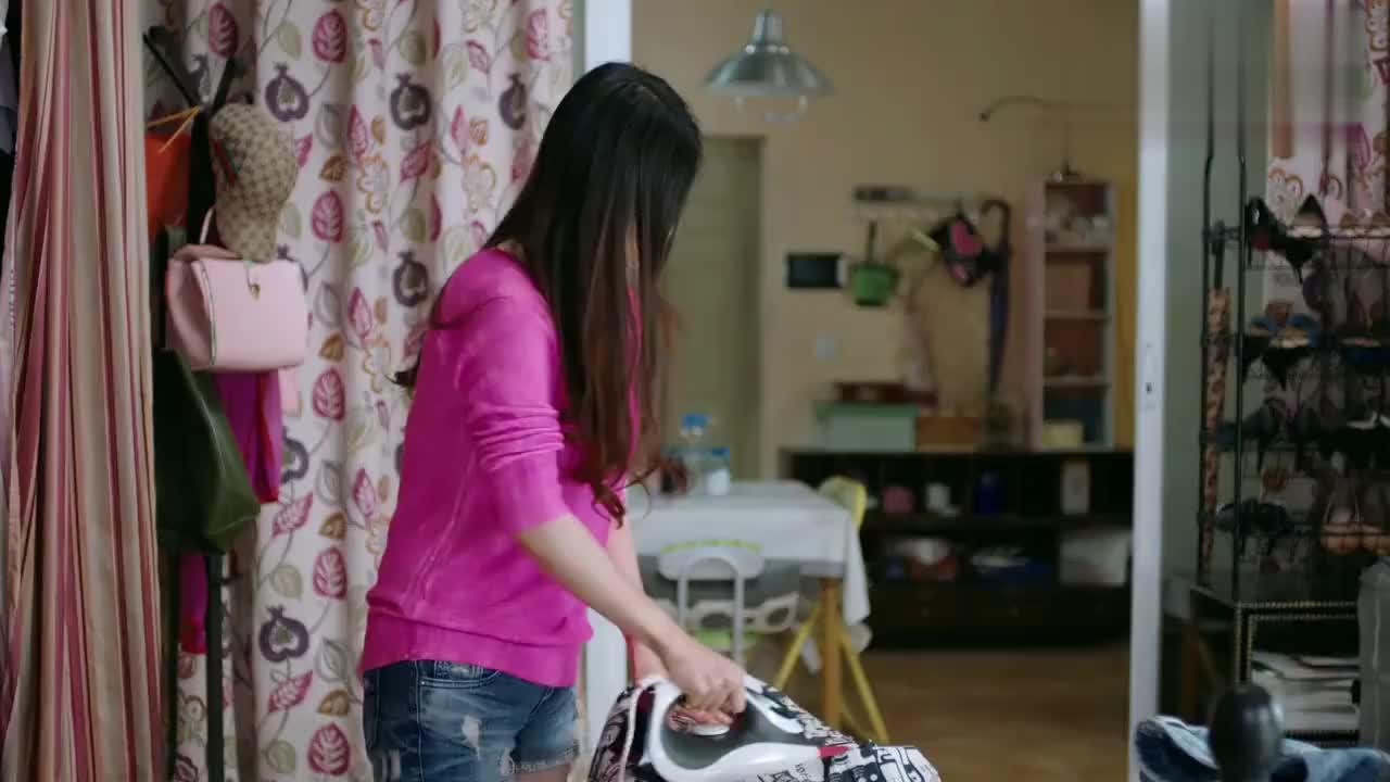 邱莹莹担心樊姐被挖墙脚,拿最伤心的事提醒她,下一秒突然惨叫!
