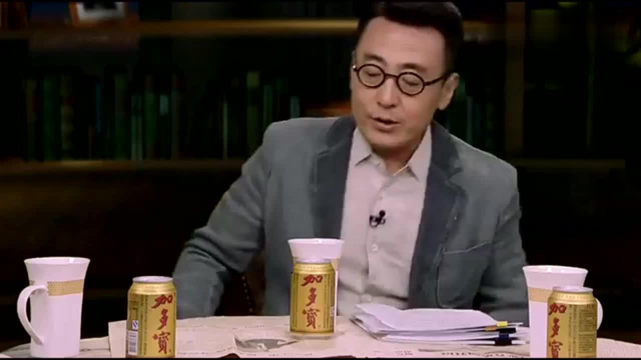 锵锵三人行:窦文涛问旅行250个国家的情侣:你们的钱从哪来的?