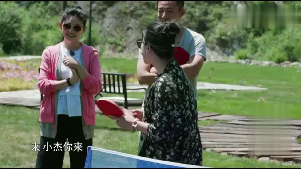 赛后指导!福原爱请王楠指导江宏杰,看一下拉球的力量有多大!