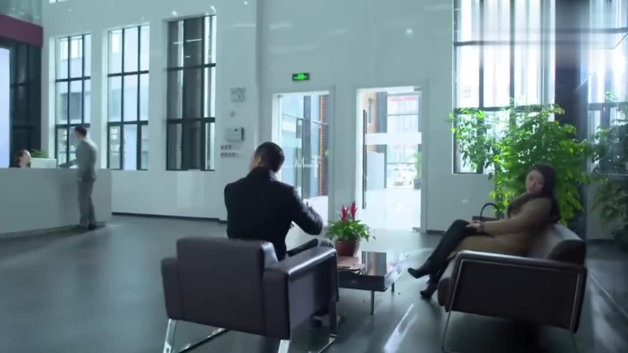 苏东去求见富豪客户,没想到遇上对手朱言,两人一见面就针锋相对
