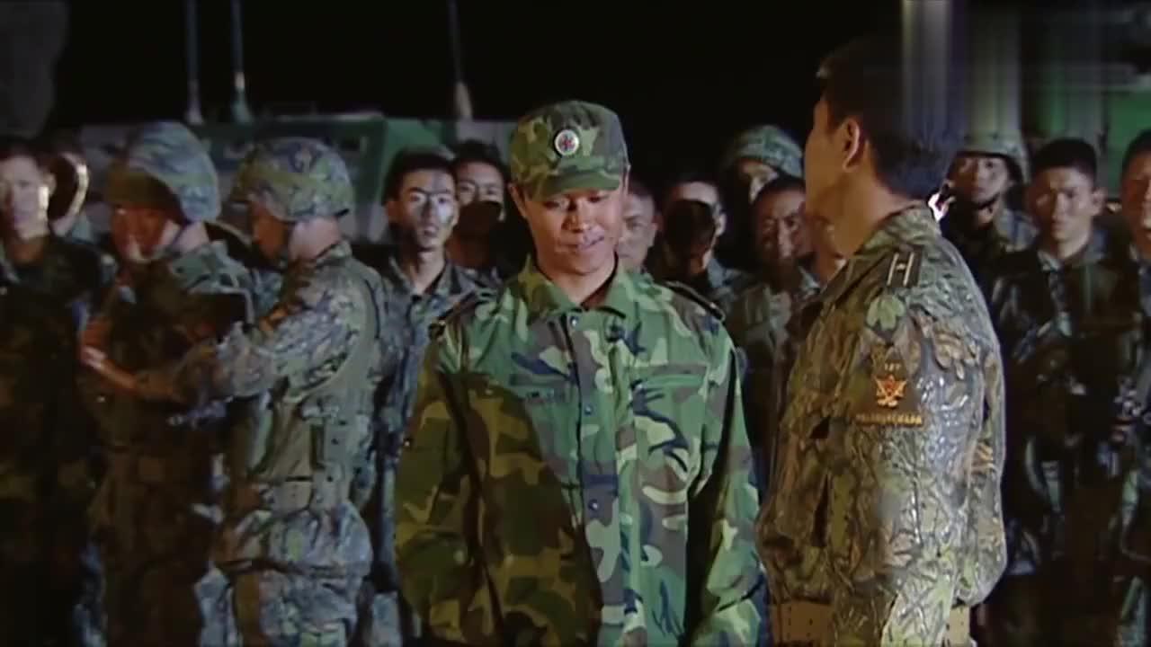士兵突击:连长嘲讽许三多是个笑柄,没想到被士兵当场打脸
