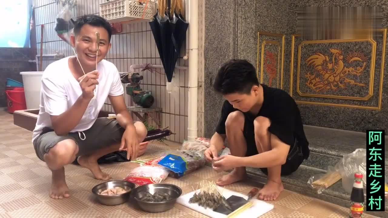 江西小伙带老婆回汕头,把兄弟姐妹聚集一起吃烧烤,原来是有目的