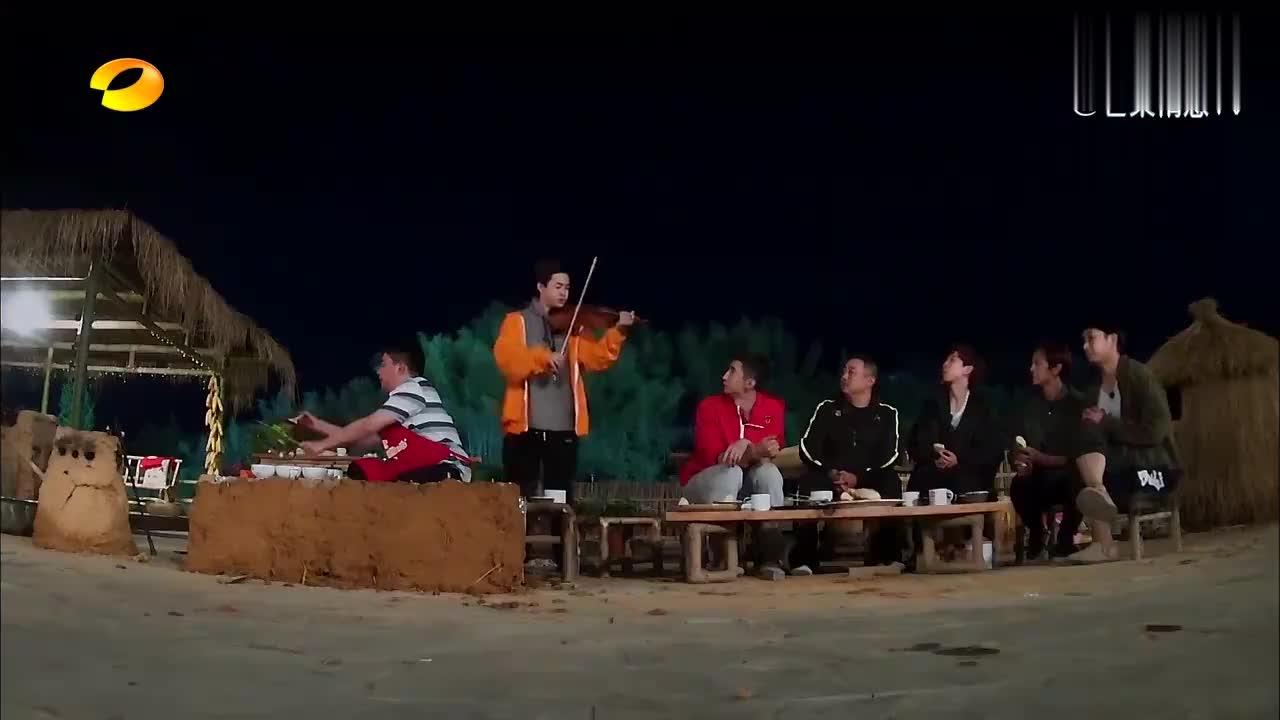 听到韩天宇曝喜讯,与世界冠军大婚,大华拉提琴献唱歌曲!