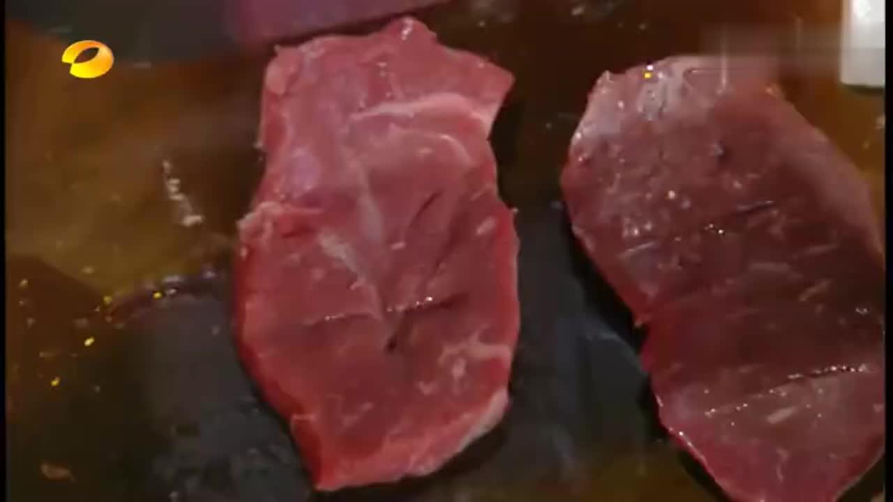 诱惑太大!大厨现场制作的铁板烧,钱枫对胖这件事已经认命了